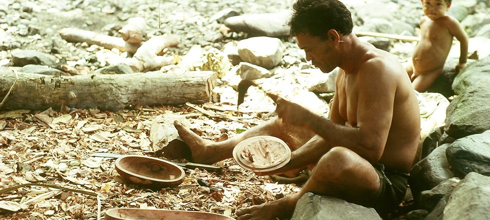 Sculpteur Marquisien, île de Hua-Pou qui spontanément m
